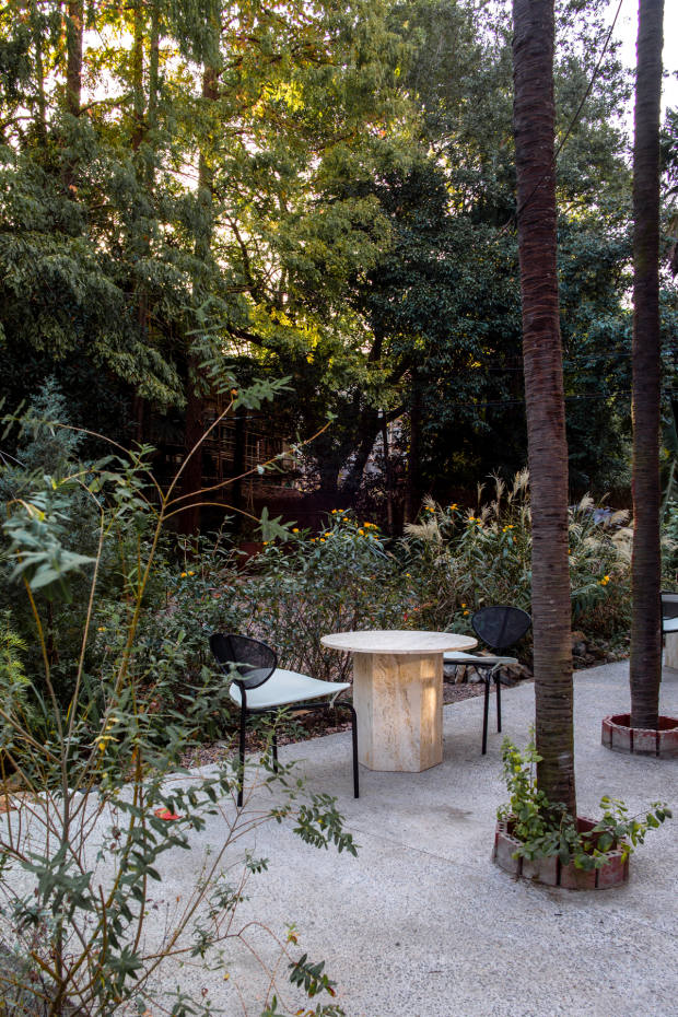 An Epic table is teamed with Nagasaki chairs in the garden