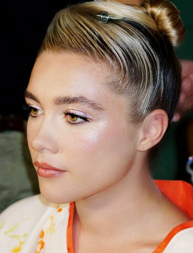 Florence Pugh at the Critics' Choice Awards 2020 with eye make-up by Naoko Scintu for Surratt