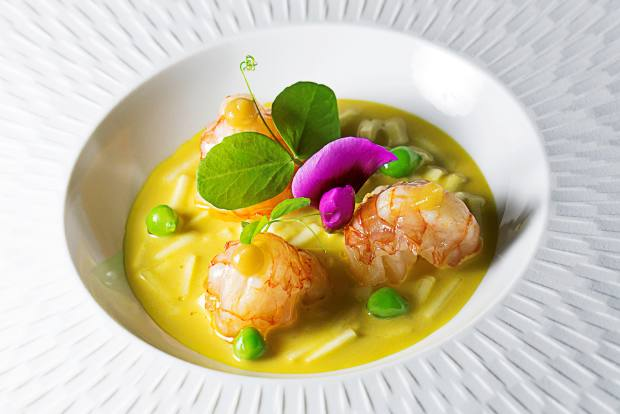 The menu has a strong focus on local seafood and fresh seasonal ingredients, with dishes priced from €25 to €60