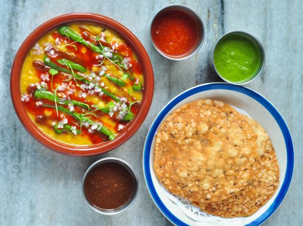 Sindhi dal pakwan – channa dal spiced with amchur (mango powder) and cumin topped with tamarind chutney and served with crispy fried puris