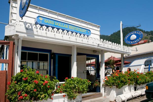 The Sand Dollar Restaurant plays live bluegrass and jazz at lunchtime and in the early evening