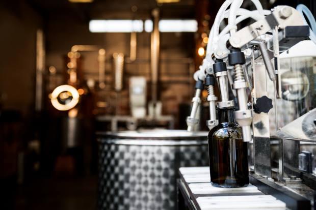Bottling at the Distillerie de Paris