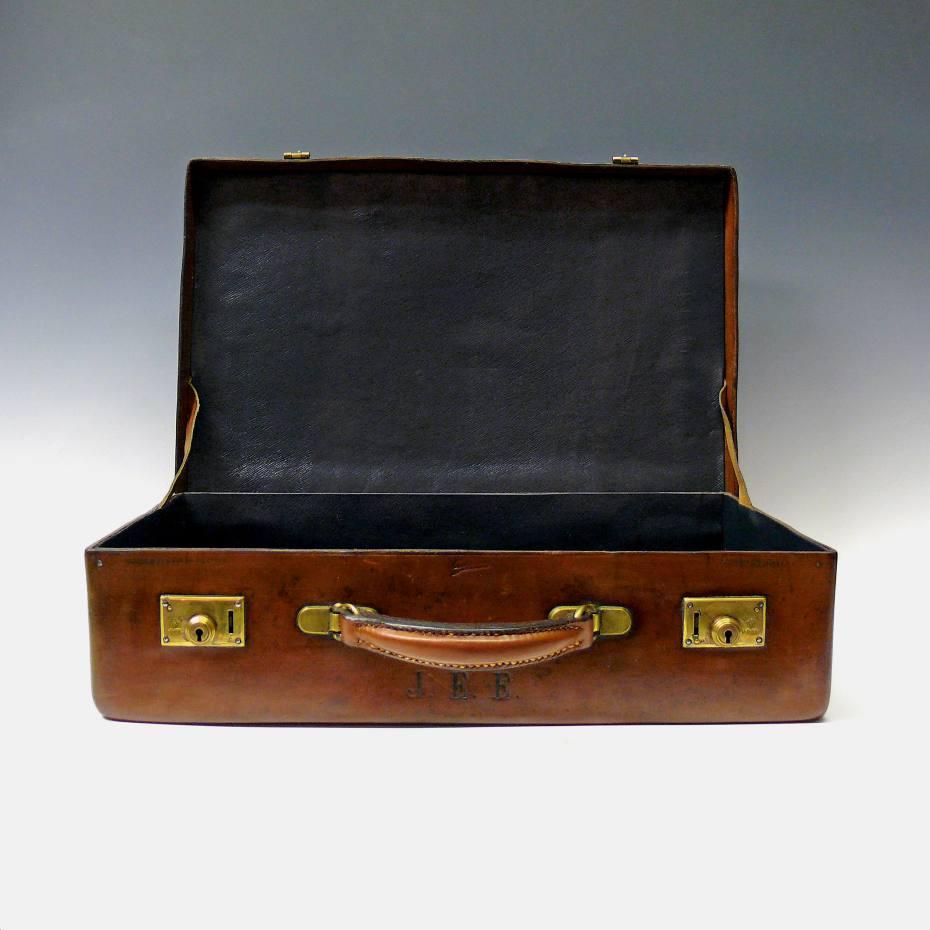 7b479c9a073 c1920 Norfolk hide attaché case