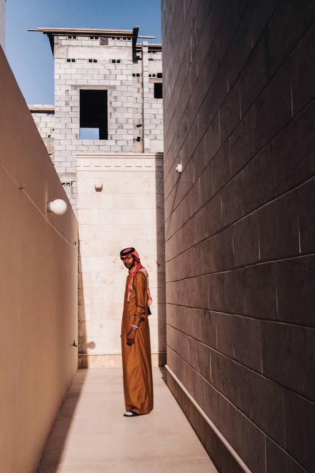 Barshim in formal Qatari dress