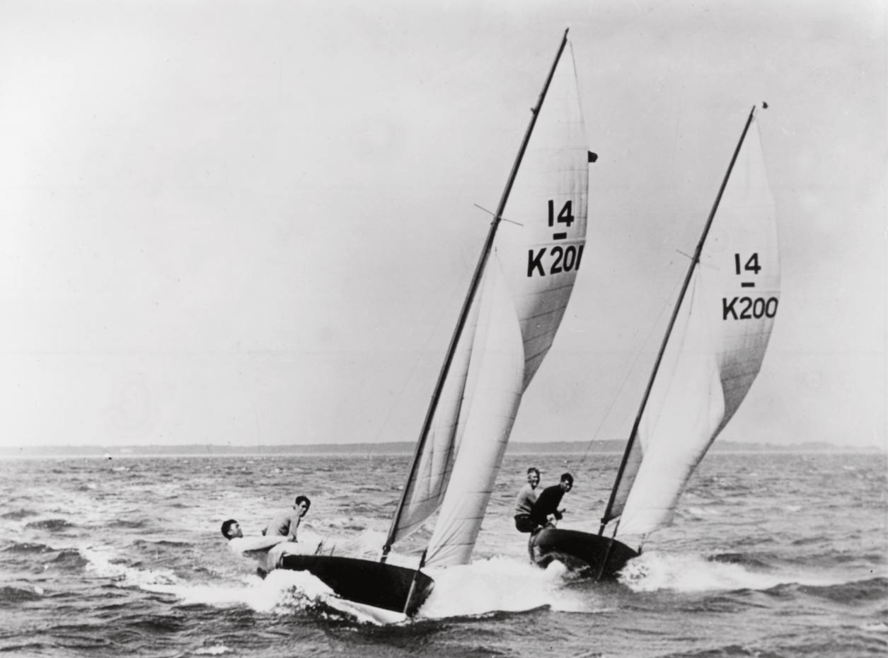 Yacht designers Uffa Fox and Tom Thornycroft racing in 1929.
