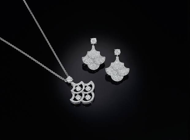 White gold and diamond pendant and earrings from the Icon collection