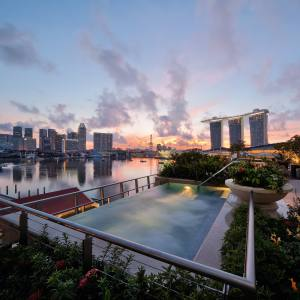The rooftop Jacuzzi at The Fullerton Bay Hotel, overlooking Marina Bay