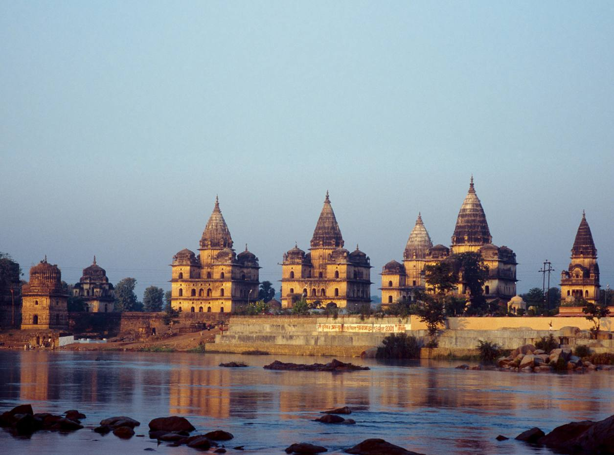 Dawn breaks over River Betwa and the medieval town of Orchha, Madhya Pradesh.