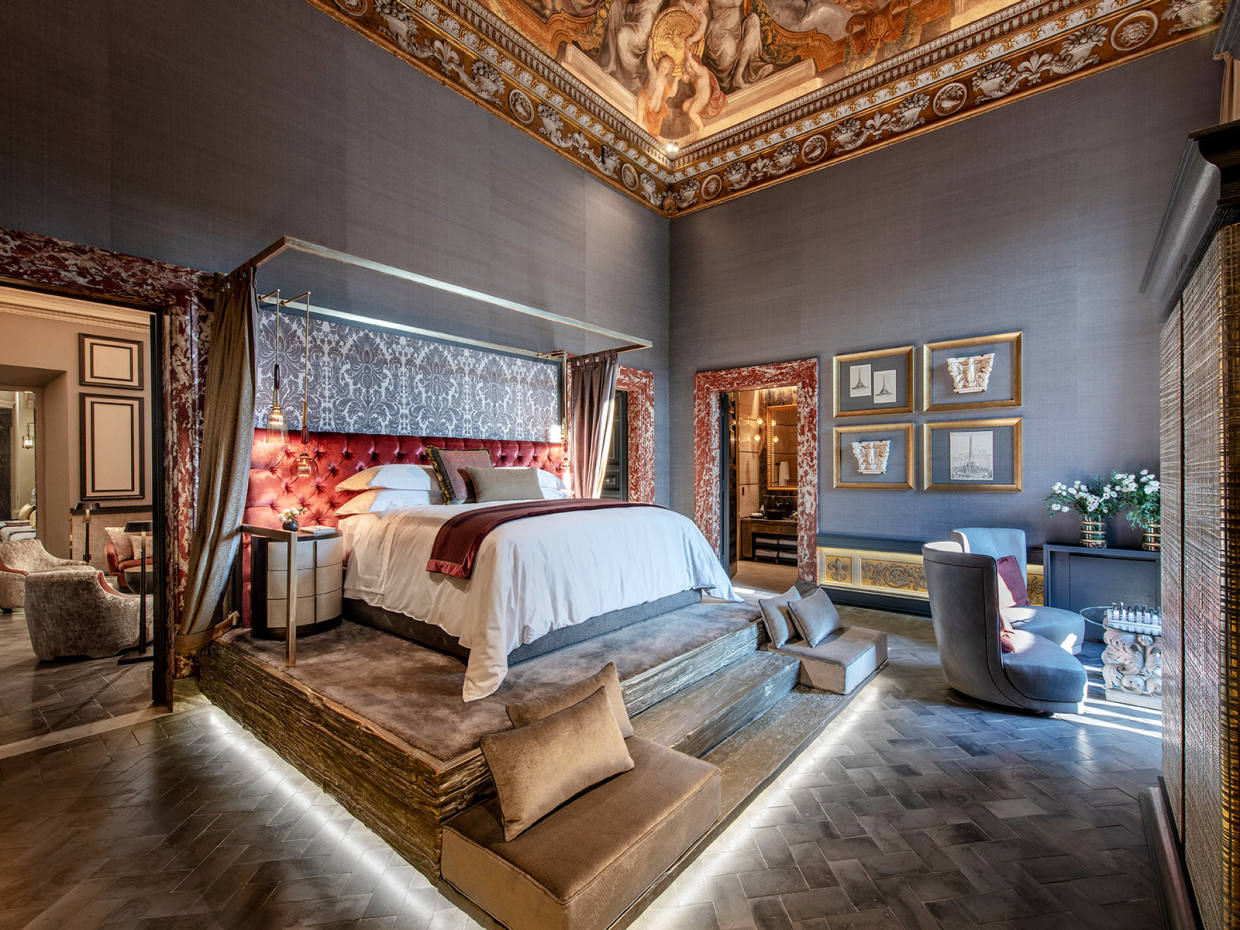 A sumptuously decorated bedroom at Holy Deer San Lorenzo City Lodge in Rome