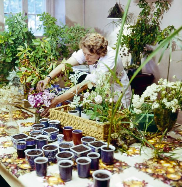 """Preparing Pauline de Rothschild's """"landscape tables"""" at Château Mouton"""