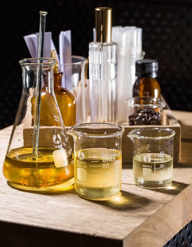 Atelier des Parfums essential oil ingredients by Ideo Parfumeurs