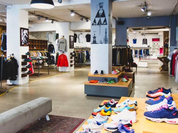 Rosenius buys shoes at Sneakersnstuff