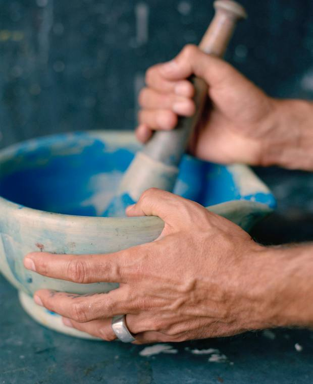 Da Costa Felgueiras makes his paint by mixing pigment with linseed oil, then melding it in a pestle and mortar