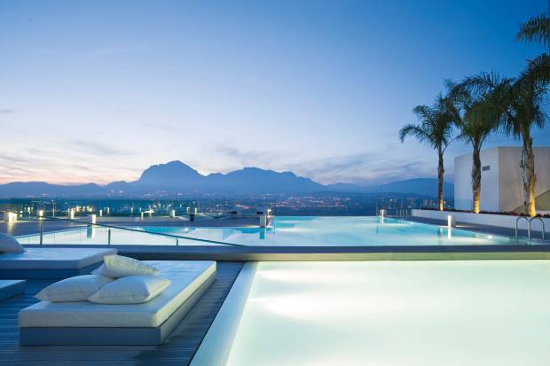 The clinic's infinity pool