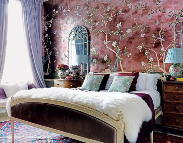 The home of Hannah Cecil Gurneyfeatures de Gournay handpainted Badminton chinoiserie wallpaper, from £848 per panel