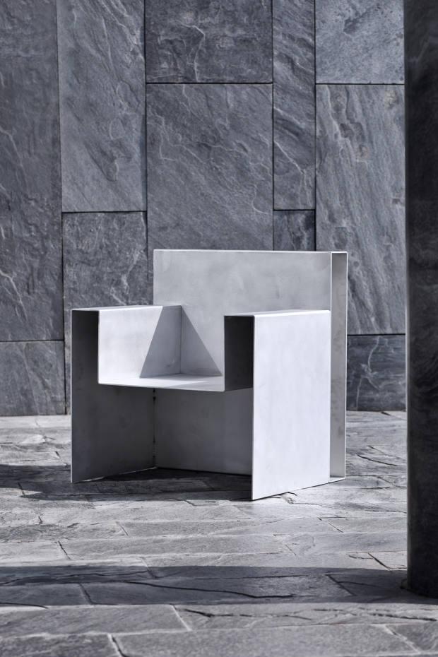 Sophia Slingerland aluminium Sit at Easefauteuil, about £3,300