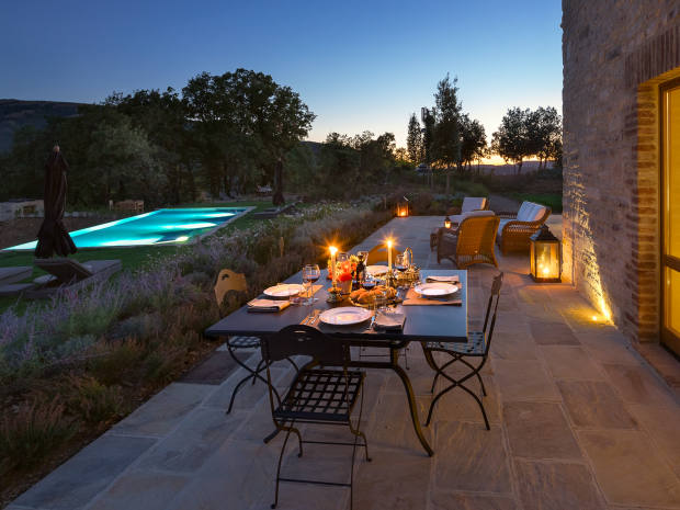 Supper on the terrace at Santa Croce: the estate's management offers chefs on request