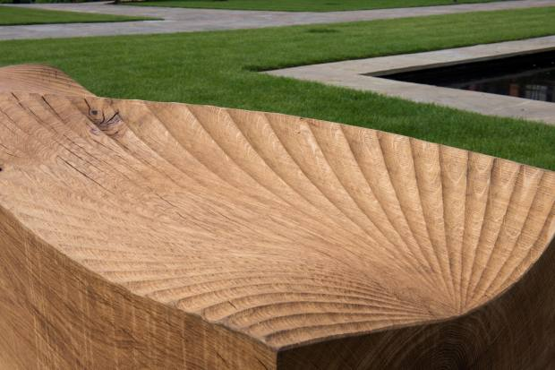 Glyndebourne Kissing Bench (2018), by Alison Crowther