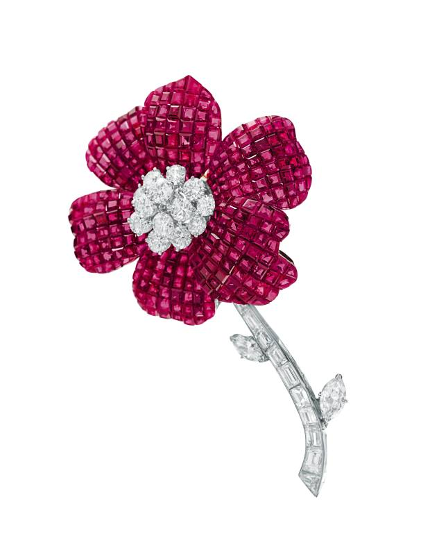 Invisible-set 1974 Pavot flower brooch, sold for $350,500 by Christie's.