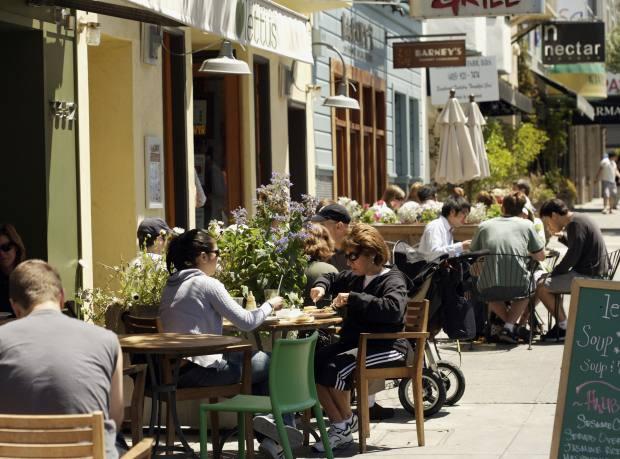 Alfresco dining on Chestnut Street