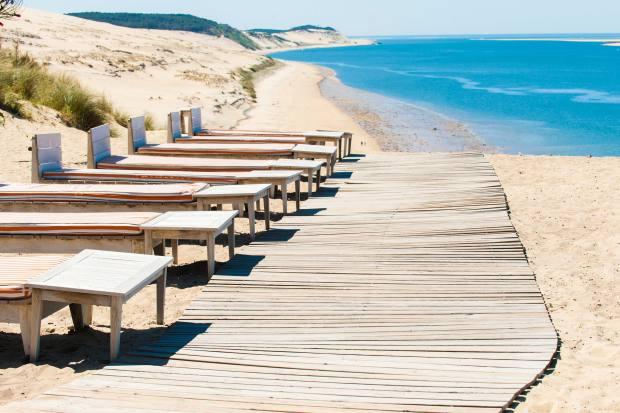 Beach loungers at Hôtel La Co(o)rniche, Pyla-sur-Mer