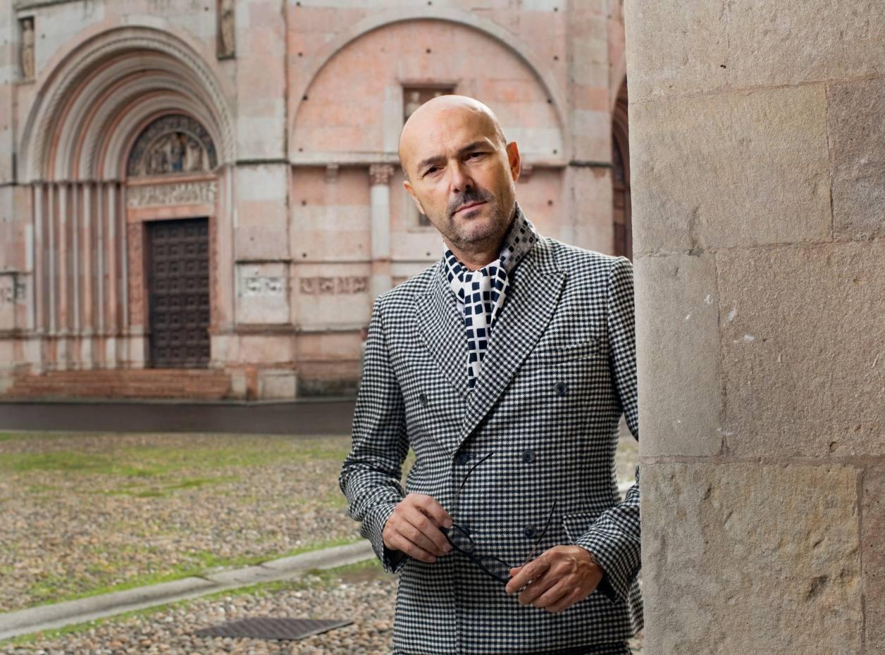 Rossano Ferretti outside the Duomo, Parma