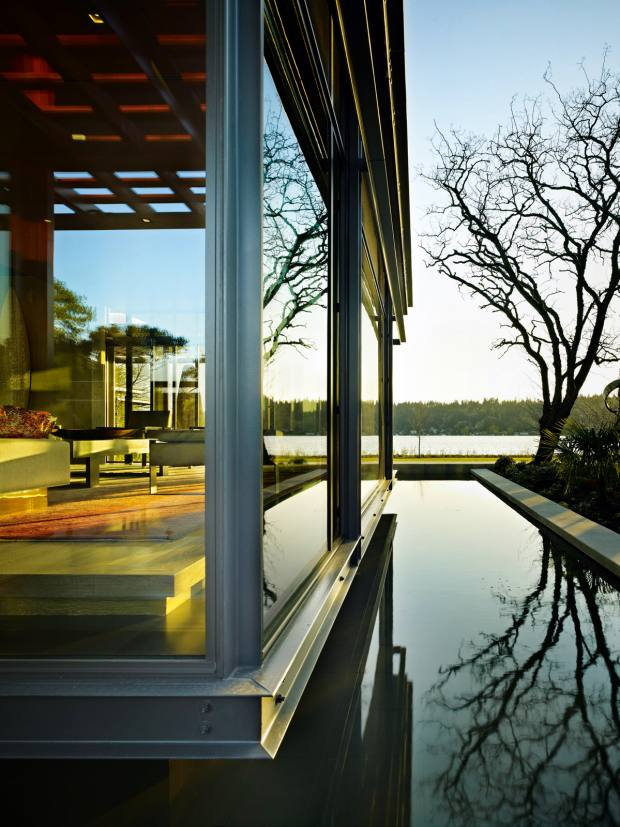 Olson Kundig placed a moat-like reflective pool alongside Pavilion House inBellevue, Washington