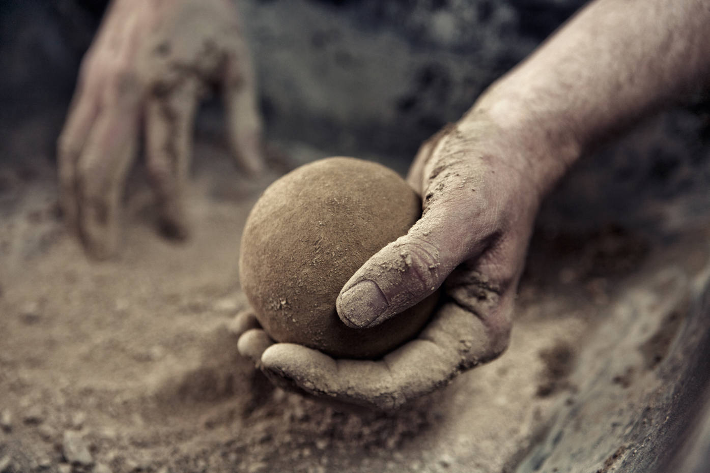 """The Japanese art of """"dorodango"""" – hand-moulding mud into perfect spheres"""