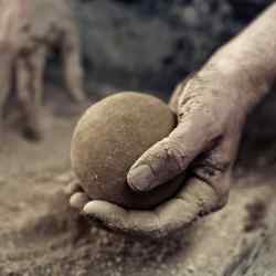 "The Japanese art of ""dorodango"" – hand-moulding mud into perfect spheres"