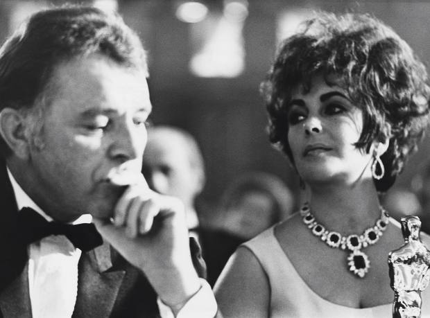 Richard Burton and Elizabeth Taylor at a Bafta dinner in 1967. Elizabeth wears a Bulgari diamond and emerald necklace that Burton bought for her