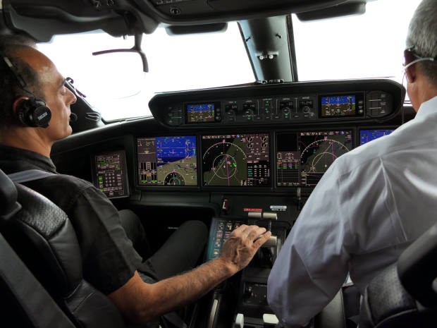 The author (far left) in the cockpit of the Gulfstream G500, which can attain 41,000ft in 15 minutes
