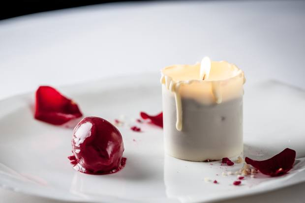 White chocolate candle with raspberry sorbet