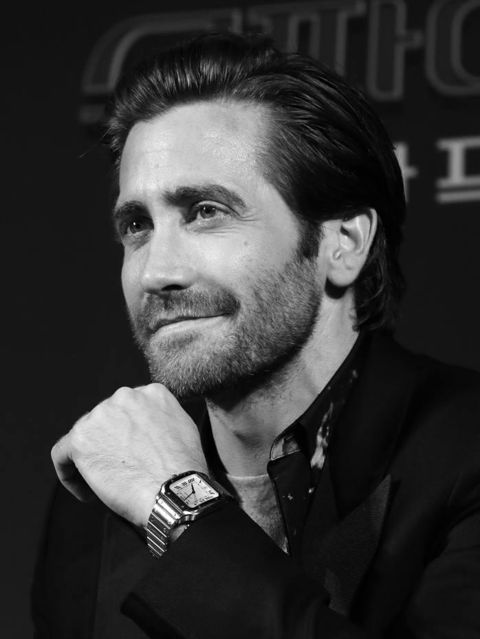 Jake Gyllenhaal wears a steelCartier Santos