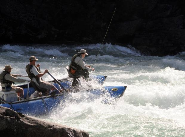 Rafting through rapids on Río Figueroa.