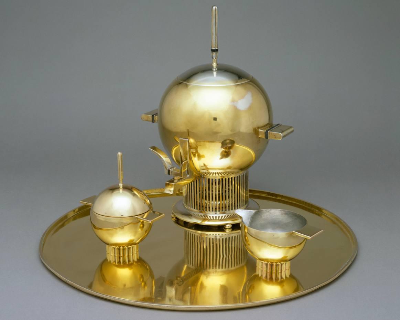 c1934 silver-plated tea urn by Eliel Saarinen, at The Met
