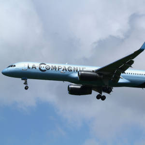 La Compagnie Boeing 757-200 aircraft equipped with Rolls-Royce RB211 engines