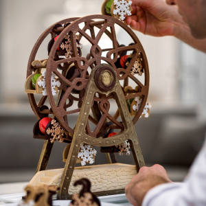 Le Royal Monceau-Raffles Paris's ferris-wheel Christmas log