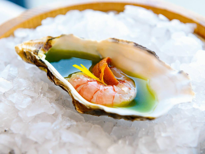Raw prawn with seaweed purée at Llançà restaurant Els Pescadors