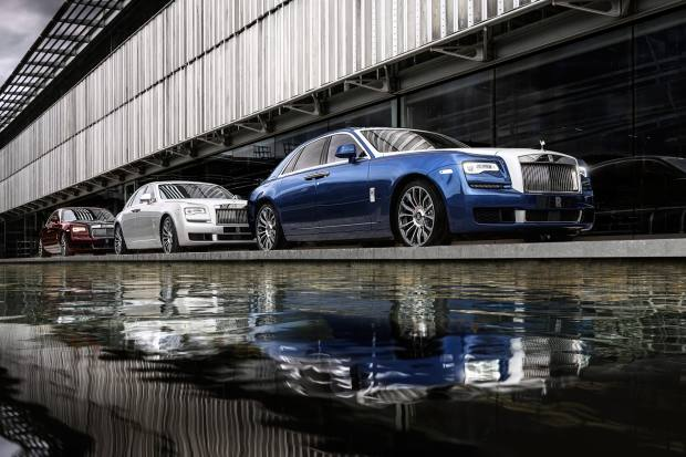 The cars are finished in a special two-tone gloss paint in a combination of either Iguazu Blue and Andalusian White, Premiere Silver and Arctic White or Bohemian Red and Black Diamond