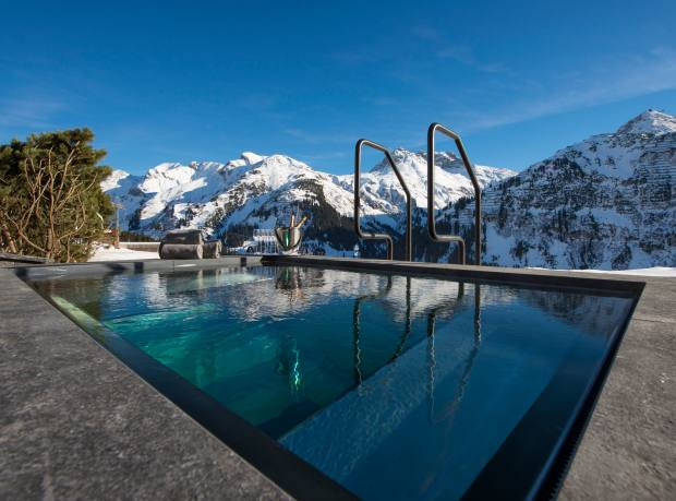 The hot tub at Überhaus has a glass floor