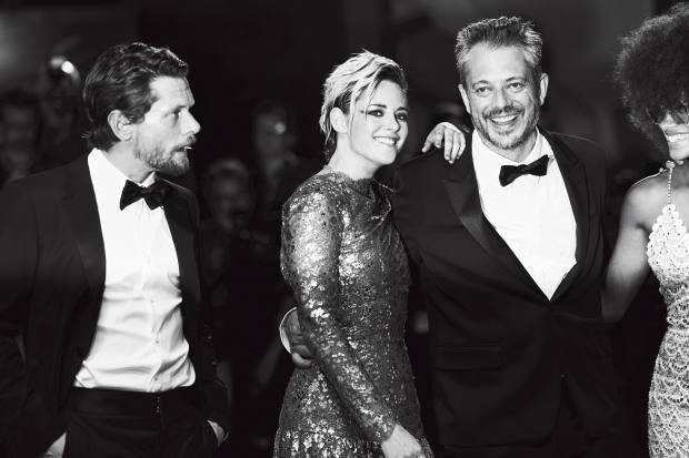 Seberg actresses Kristen Stewart, in Chanel, andZazie Beetz, in MiuMiu, with director Benedict Andrews in Saint Laurent