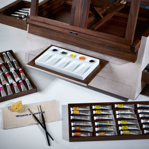 The art compendium includes 13 paintbrushes, 96 watercolours and a ceramic palette
