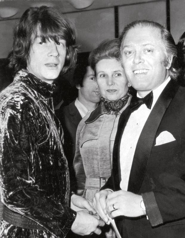 John Hurt with Richard Attenborough in 1971 at the premiere of 10 Rillington Place