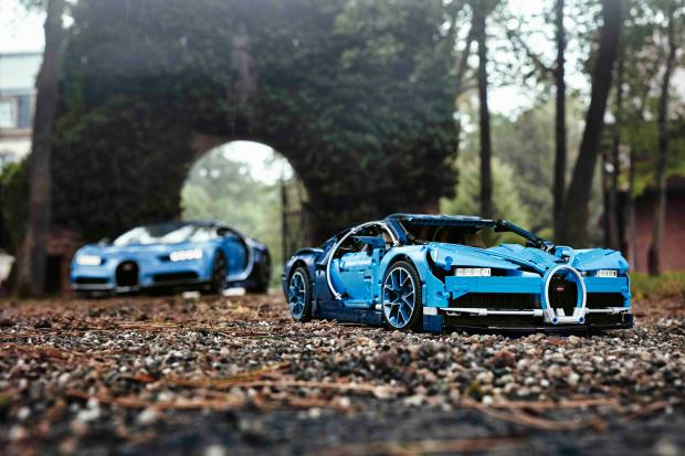 The Lego Chiron has low-profile tyres, pistons that go up and down and a finish in Bugatti's classic duo-tone blue colour scheme