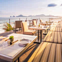 The laidback Manta restaurant atThe Cape Hotel, a fewmiles east of CaboSanLucas