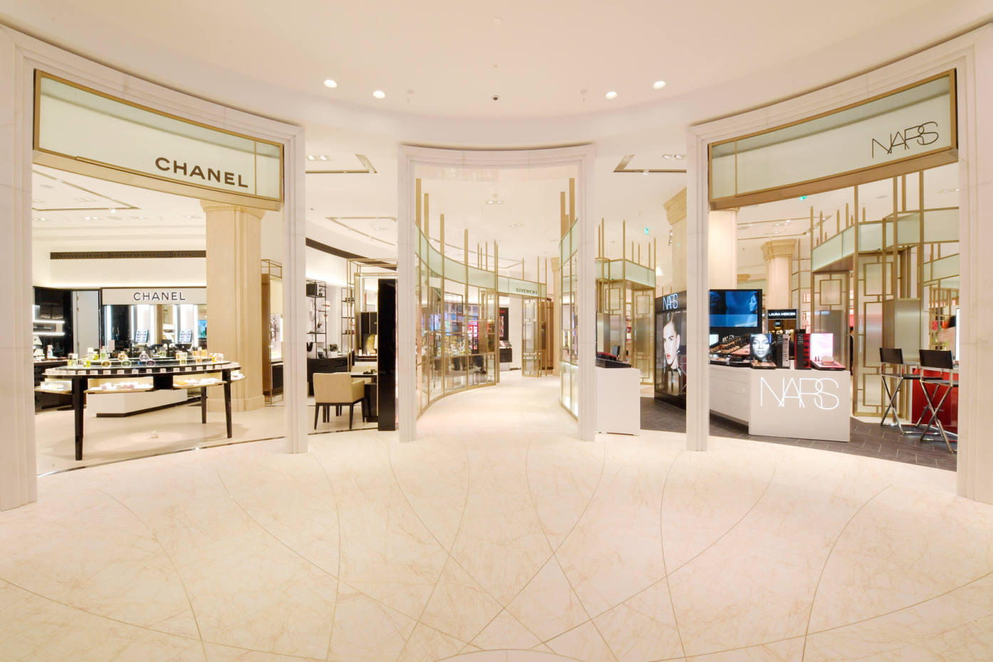 "The new Beauty Hall at Harrods will feature virtual ""magic mirrors"""