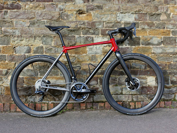 A collaboration between a customer and the in-house design team. This BLK J.ACK features a Dura Ace Di2 groupset with power meter, ÆRA AR 46 wheels and ENVE finishing kit
