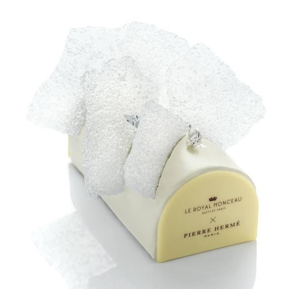 Le Royal Monceau Bûche de Noël Cristal, €126