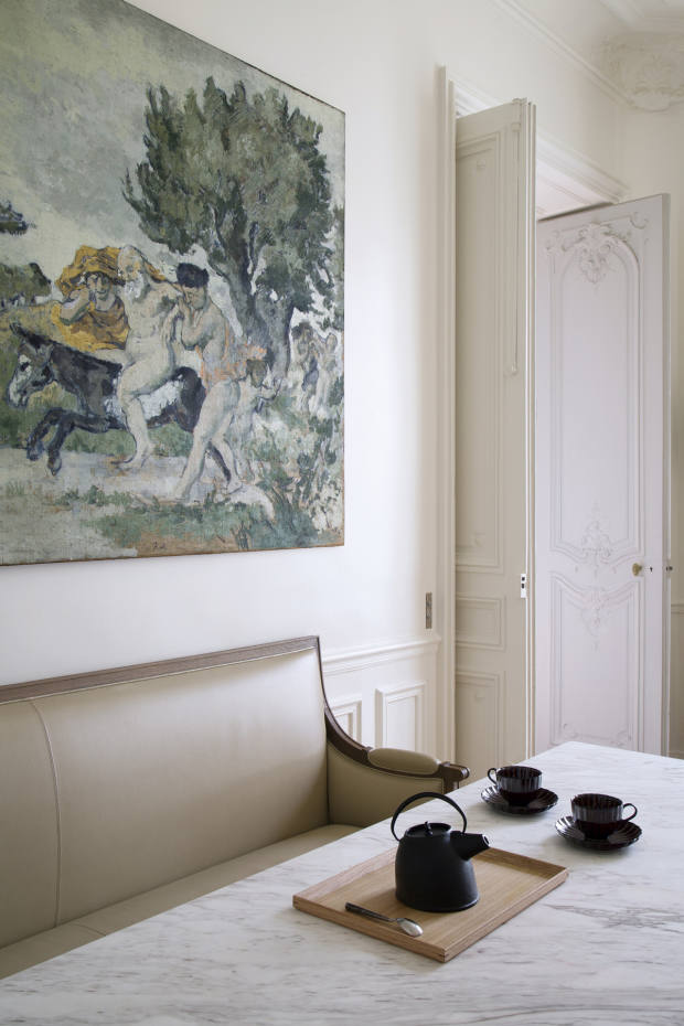 Black accents in a mix of finishes lend textural interest