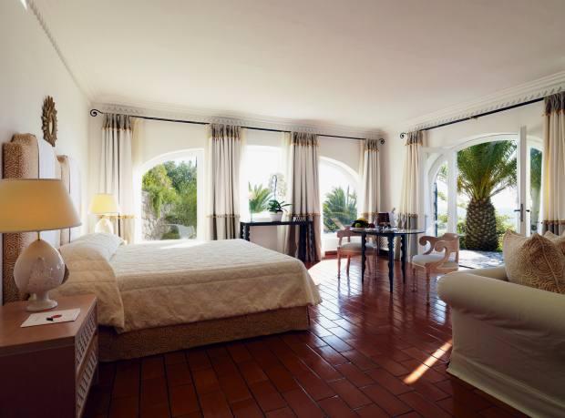 The master deluxe sea-view suite at Hotel Il Pellicano